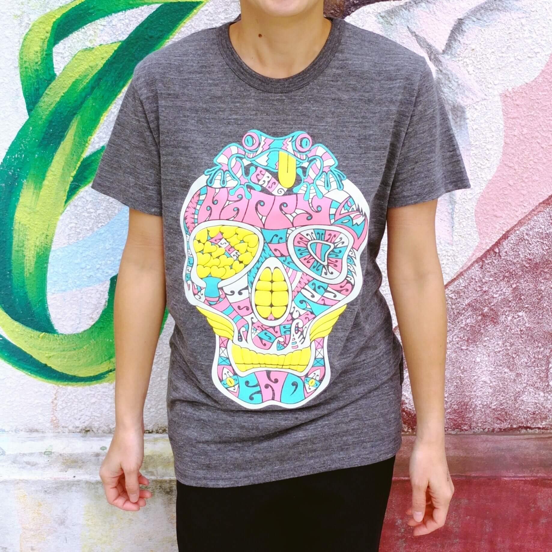 カラフルなデザインのTシャツ
